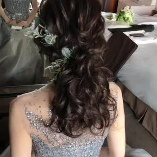 セミロング エレガント 結婚式ヘアアレンジ ゆるナチュラル ヘアスタイルや髪型の写真・画像