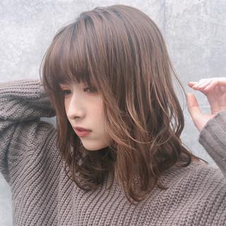 アンニュイほつれヘア 大人かわいい デート ミディアム ヘアスタイルや髪型の写真・画像