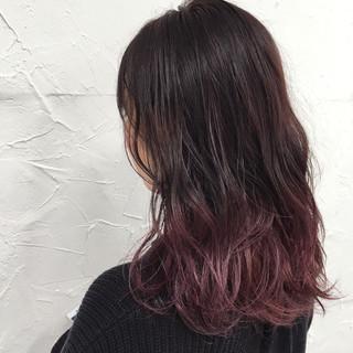 外国人風 暗髪 波ウェーブ パープル ヘアスタイルや髪型の写真・画像