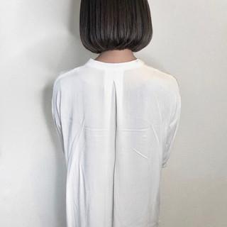 ダークグレー シルバーグレー ナチュラル まとまるボブ ヘアスタイルや髪型の写真・画像