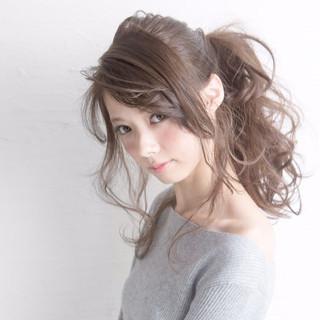 ポニーテール ヘアアレンジ セミロング イルミナカラー ヘアスタイルや髪型の写真・画像