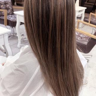 ベージュ ナチュラル 透明感カラー コントラストハイライト ヘアスタイルや髪型の写真・画像