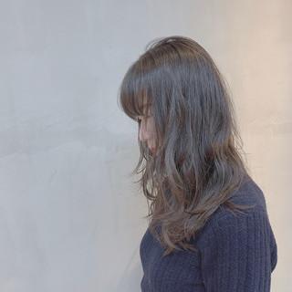 グレージュ ラベンダーグレージュ セミロング 透明感カラー ヘアスタイルや髪型の写真・画像