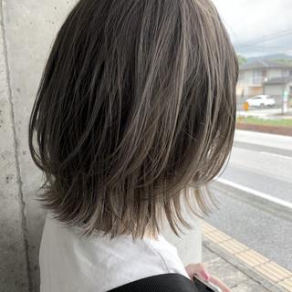 バレイヤージュ ボブ 透明感カラー グレージュ ヘアスタイルや髪型の写真・画像