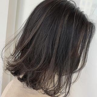 切りっぱなしボブ ナチュラル ミルクティーベージュ ボブ ヘアスタイルや髪型の写真・画像
