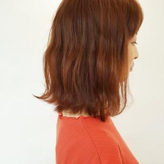 ミディアム レッド ロブ ナチュラル ヘアスタイルや髪型の写真・画像