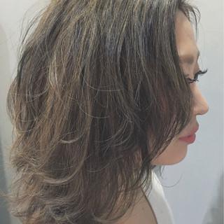 フリンジバング ミディアム 色気 3Dカラー ヘアスタイルや髪型の写真・画像