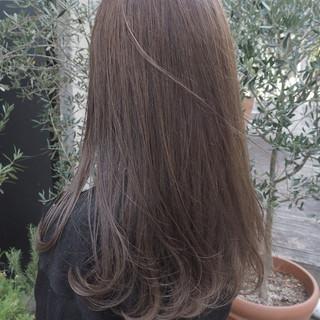 透明感 グレージュ ロング ナチュラル ヘアスタイルや髪型の写真・画像 ヘアスタイルや髪型の写真・画像