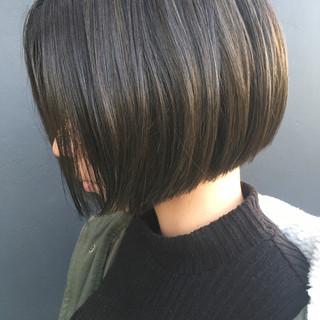 ローライト 透明感 ナチュラル 切りっぱなし ヘアスタイルや髪型の写真・画像