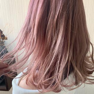 ピンクベージュ デート ナチュラル ホワイトベージュ ヘアスタイルや髪型の写真・画像