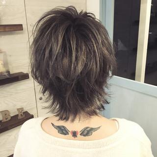 アッシュ 外ハネ ハイライト ウルフカット ヘアスタイルや髪型の写真・画像