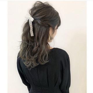 ハーフアップ 簡単ヘアアレンジ フェミニン ミルクティーベージュ ヘアスタイルや髪型の写真・画像