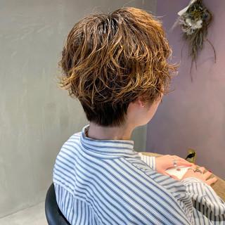 ショートヘア マッシュショート ショートパーマ ナチュラル ヘアスタイルや髪型の写真・画像