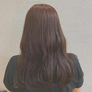 ナチュラル ロング ピンクアッシュ ゆるウェーブ ヘアスタイルや髪型の写真・画像