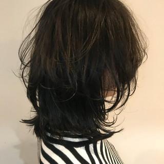 モード 外ハネ ウルフカット ミディアム ヘアスタイルや髪型の写真・画像