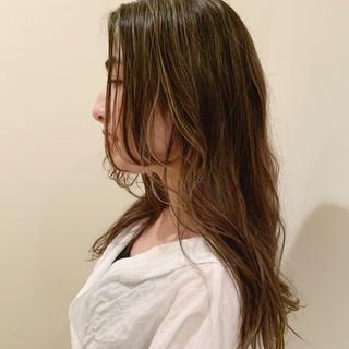 極細ハイライト ロングヘア ナチュラル ハイライト ヘアスタイルや髪型の写真・画像
