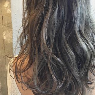 ハイライト セミロング デート パーマ ヘアスタイルや髪型の写真・画像