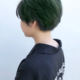 ショート カーキアッシュ ショートヘア 丸みショート ヘアスタイルや髪型の写真・画像