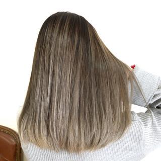 バレイヤージュ セミロング 外国人風カラー ホワイトブリーチ ヘアスタイルや髪型の写真・画像