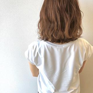 ベージュ 切りっぱなしボブ 波ウェーブ ボブ ヘアスタイルや髪型の写真・画像