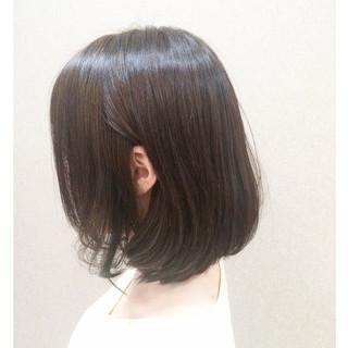 コンサバ 斜め前髪 アッシュベージュ 色気 ヘアスタイルや髪型の写真・画像