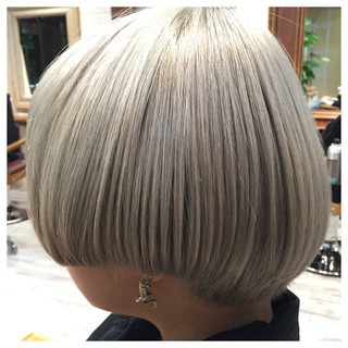 グレージュ マッシュ ボブ ストリート ヘアスタイルや髪型の写真・画像