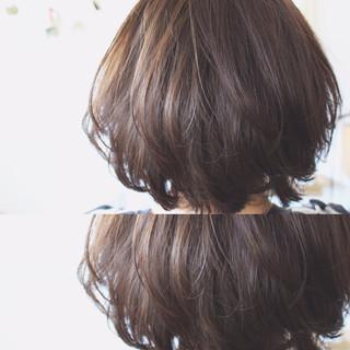 大人女子 アッシュ 小顔 ナチュラル ヘアスタイルや髪型の写真・画像