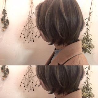 ナチュラル ミルクティー こなれ感 ニュアンス ヘアスタイルや髪型の写真・画像