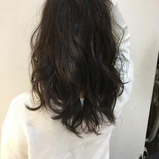 パーマ セミロング 外国人風 ストリート ヘアスタイルや髪型の写真・画像