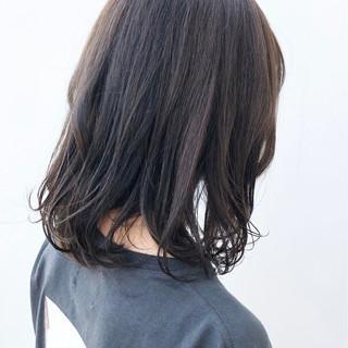 アッシュグレージュ アッシュグレー アッシュ ミディアム ヘアスタイルや髪型の写真・画像
