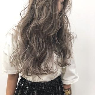 グレージュ ヘアアレンジ ストリート アッシュ ヘアスタイルや髪型の写真・画像