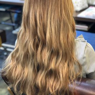 金髪 ハイトーン 艶髪 ストリート ヘアスタイルや髪型の写真・画像