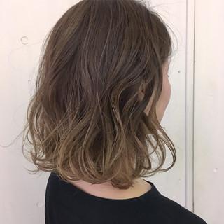 ヌーディベージュ ストリート グラデーションカラー アッシュベージュ ヘアスタイルや髪型の写真・画像