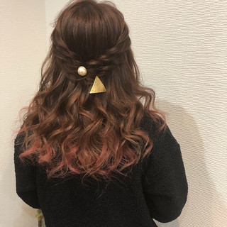 ねじり セミロング フェミニン ヘアアレンジ ヘアスタイルや髪型の写真・画像