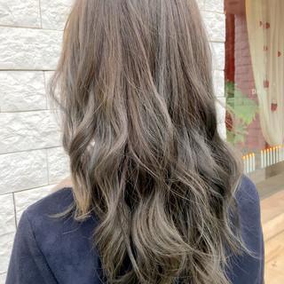 ストリート グレージュ ミルクティー ニュアンス ヘアスタイルや髪型の写真・画像