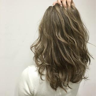 外国人風 大人かわいい アッシュ ハイライト ヘアスタイルや髪型の写真・画像