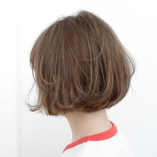 ナチュラル 前髪あり グレージュ ボブ ヘアスタイルや髪型の写真・画像