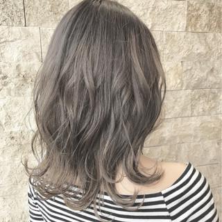 ミディアム ミルクティーベージュ グレージュ ガーリー ヘアスタイルや髪型の写真・画像