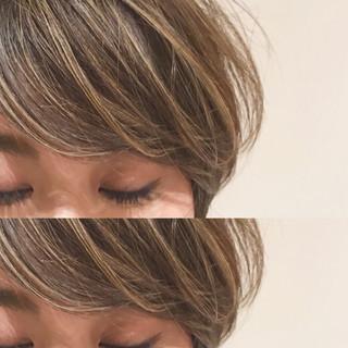 ナチュラル 3Dカラー アッシュベージュ マッシュショート ヘアスタイルや髪型の写真・画像