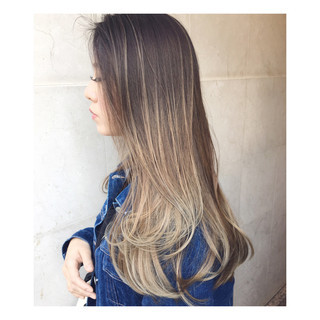 グラデーションカラー 外国人風 ロング ベージュ ヘアスタイルや髪型の写真・画像