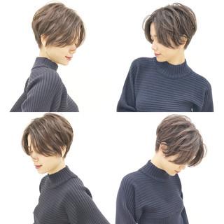 パーマ ショートボブ ハンサムショート オフィス ヘアスタイルや髪型の写真・画像 ヘアスタイルや髪型の写真・画像