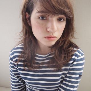 外ハネ レイヤーカット 外国人風 ミディアム ヘアスタイルや髪型の写真・画像