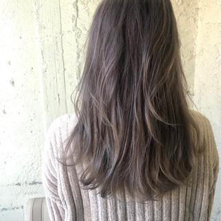 ロング ダブルカラー イルミナカラー ハイライト ヘアスタイルや髪型の写真・画像