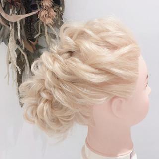 簡単ヘアアレンジ ヘアセット エレガント ミディアム ヘアスタイルや髪型の写真・画像