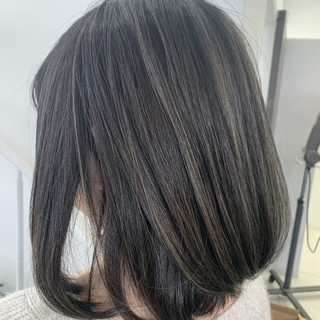 イルミナカラー バレイヤージュ グラデーションカラー グレージュ ヘアスタイルや髪型の写真・画像