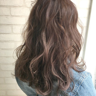 フェミニン ミルクティー ハイライト アンニュイ ヘアスタイルや髪型の写真・画像