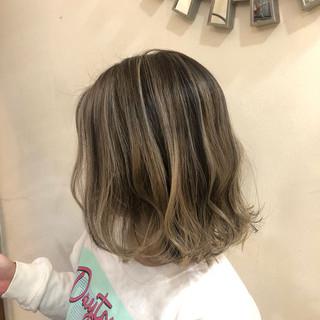 バレイヤージュ インナーカラー ナチュラル グラデーションカラー ヘアスタイルや髪型の写真・画像