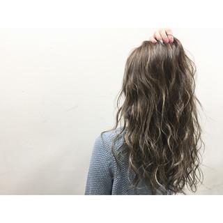 グラデーションカラー ウェットヘア 外国人風 ストリート ヘアスタイルや髪型の写真・画像