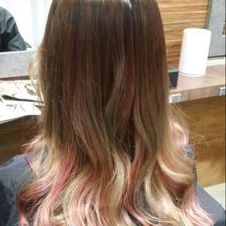 ガーリー ピンク ハイライト セミロング ヘアスタイルや髪型の写真・画像