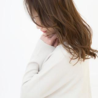 セミロング 大人かわいい ハイライト 外国人風 ヘアスタイルや髪型の写真・画像